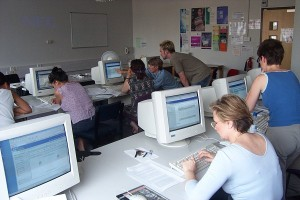 An ELU staff development session in a computer lab
